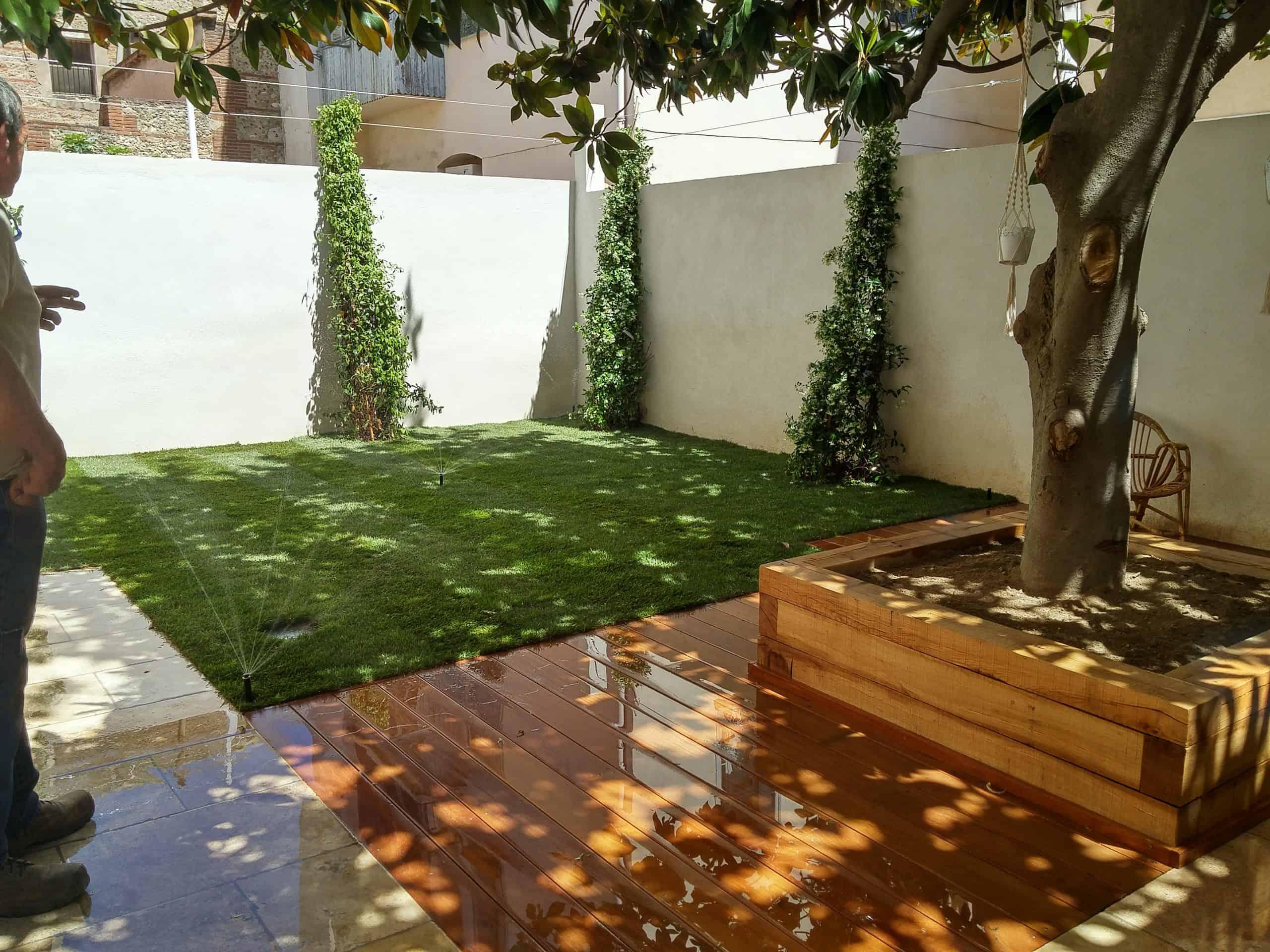 Terrasse bois et pelouse arnaudies paysagiste